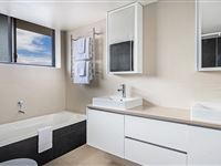 2 Bedroom Ocean Deluxe Bathroom - BreakFree Imperial Surf Surfers Paradise